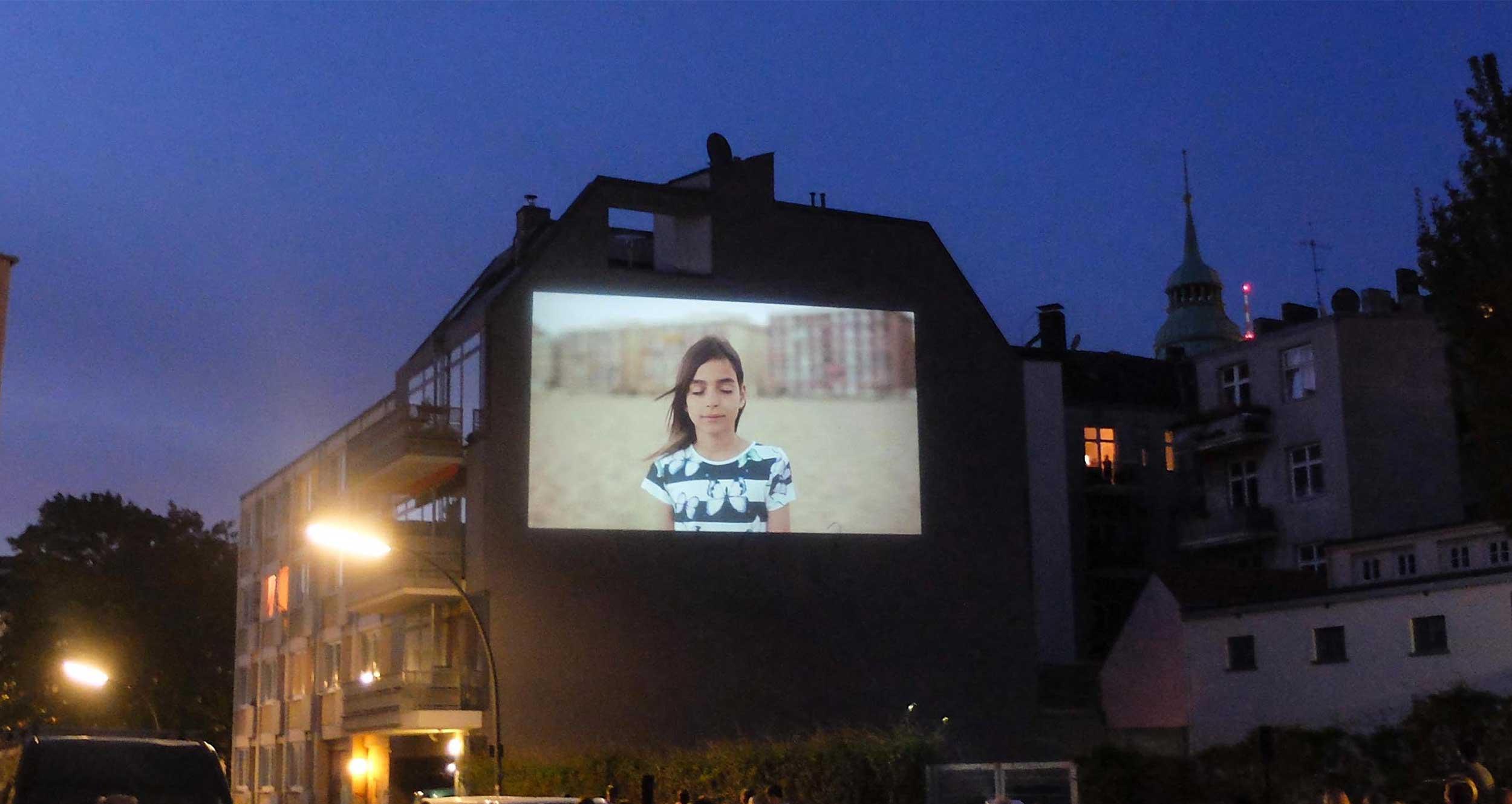 Bild von A wall is a screen (c) Nadine Mayer